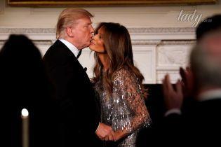 Пять страстных поцелуя Дональда и Мелании Трамп