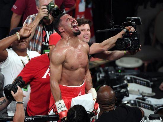 Місія завершена. Непереможний чемпіон світу з боксу завершив кар'єру
