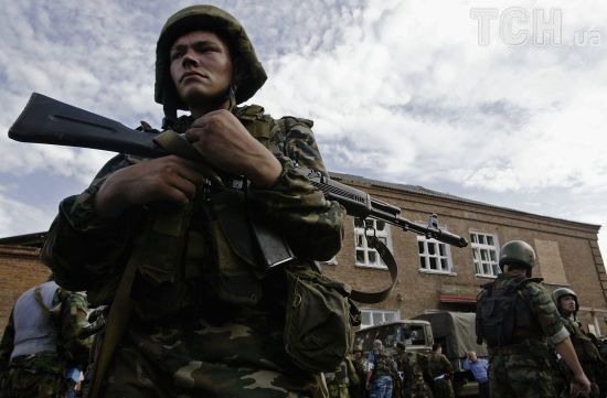 На межі з окупованим Кримом російські прикордонники затримали дружин 7 політв'язнів