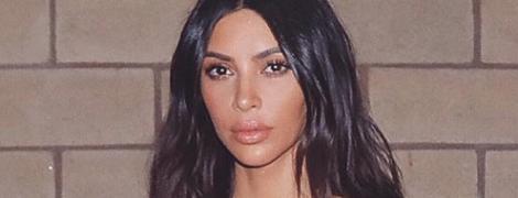 Откровеннее некуда: Ким Кардашьян в рваной блузке засветила грудь