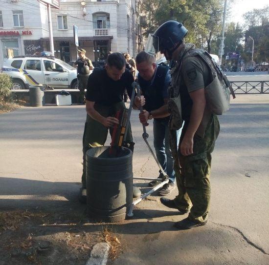 Біля будівлі Донецького обласного драмтеатру у Маріуполі знайшли вибухівку