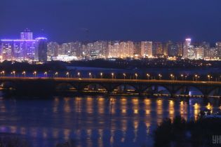 Користувачі соцмереж масово повідомляють про звуки вибухів у Києві