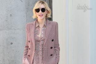 В клетчатом костюме и круглых очках: стильная Кейт Бланшетт на фэшн-шоу Giorgio Armani