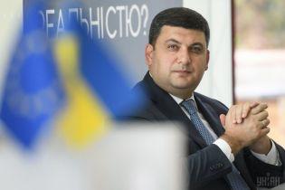 Гройсман доручив розглянути обмеження польотів до трьох міст України