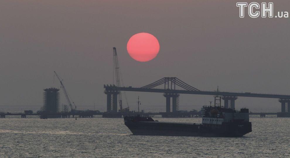Reuters показало фото з будівництва Керченського мосту