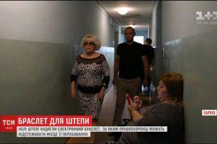Неля Штепа тікала із зали суду в Харкові через натовп незадоволених активістів