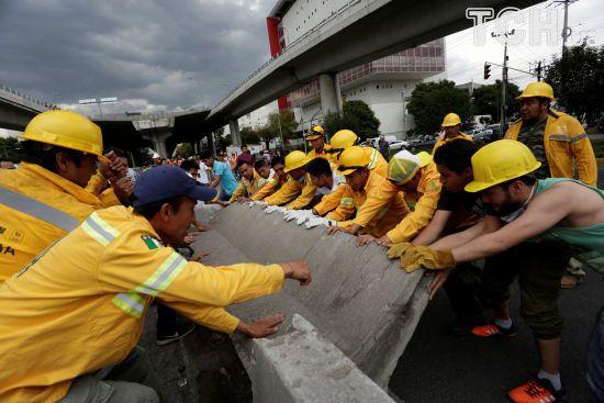 У Мексиці знову зросла кількість загиблих унаслідок потужного землетрусу