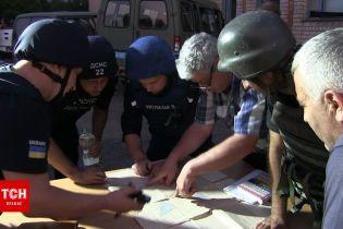 Ексклюзивні кадри боротьби з пожежею на військовому складі біля Новоянисоля