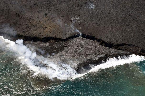 Проснулся и не спит. На Гавайях продолжается извержение самого активного вулкана мира