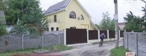 ТСН разыскала в Днепре помещение судей, которым вменяют взятку Холодницкому