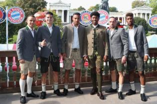 """Не футболом єдиним: гравці """"Баварії"""" погуділи на найвідомішому пивному фестивалі"""