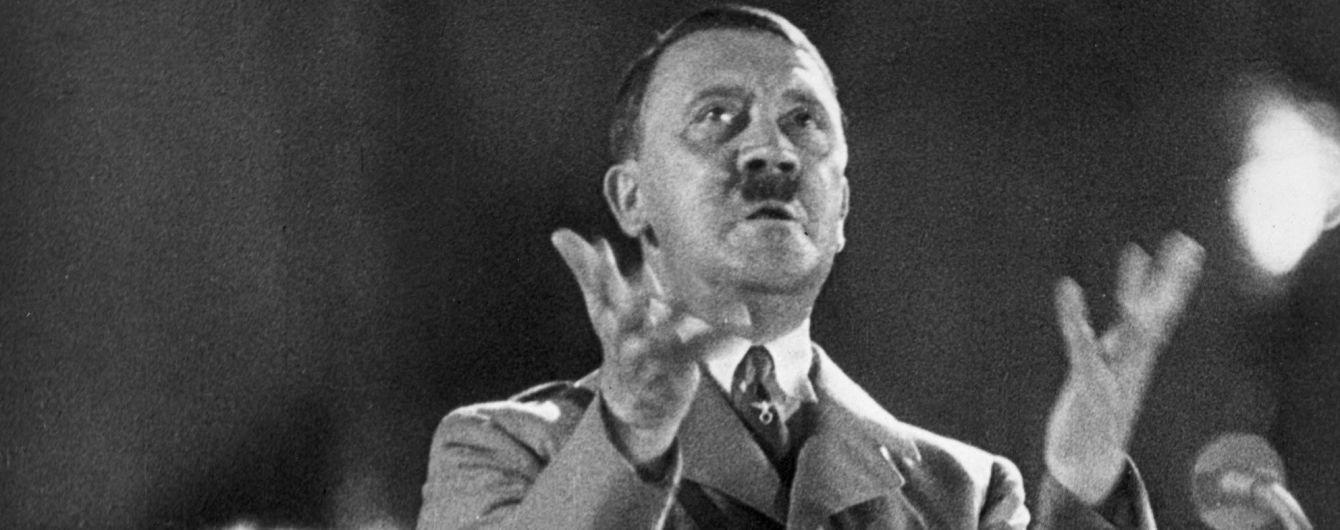 У Канаді мечеть розписали портретами Гітлера та расистськими написами