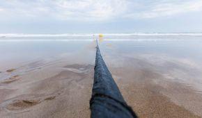 Facebook та Microsoft створили найбільш технологічний підводний кабель, який важить як 34 кити