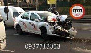 На Борщагівці таксі і маршрутка потрапили у аварію