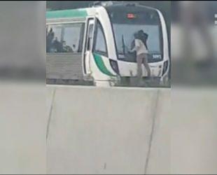 В Австралии сорвиголова проехал на лобовом стекле скоростного поезда