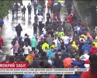 """У Чернівцях сотні містян взяли участь в ювілейному забігу """"Буковинська миля"""""""