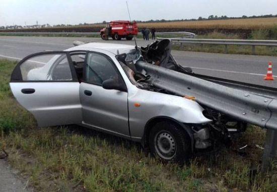 На Полтавщині авто наштрикнулось на металевий відбійник, є загиблі
