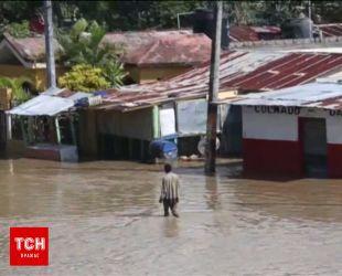Разрушенная Доминикана борется с наводнением после мощного урагана