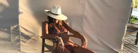 Выглядит шикарно: 53-летняя супермодель Эль Макферсон показала фигуру в бикини