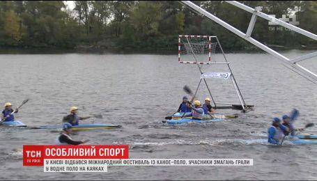 В столице энтузиасты устроили фестиваль по игре в водное поло на каяках