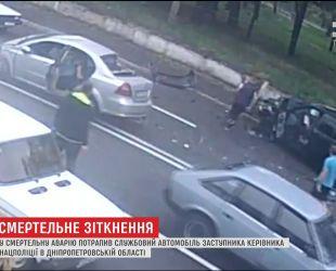 В Днепре в служебное полицейское авто въехал легковой автомобиль, один человек погиб