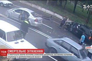 У Дніпрі у службове поліційне авто в'їхав легковик, один чоловік загинув