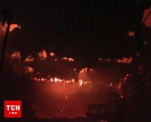 Огонь охватил сотни квадратных метров центрального рынка Полтавы