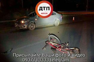 У Києві водій Volkswagen збив велосипедиста, який їхав вночі без світловідбивних значків