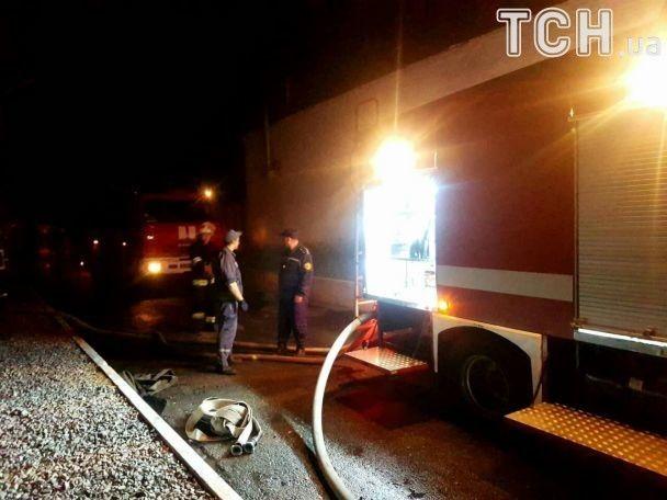 """На """"Биофарме"""" огонь распространился в складских помещениях, но пожарным удалось отсечь пожар"""