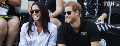 Нежности на людях: принц Гарри обнимал и целовал Меган Маркл на глазах у всех