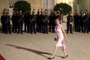 Министр обороны Франции Флоранс Парли надела красивое платье на прием во дворце