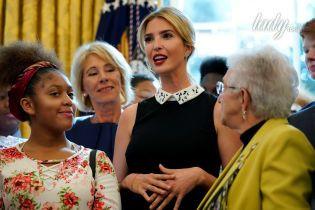 В элегантном платье и с яркой помадой: стильный выход Иванки Трамп