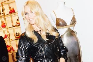 В винтажной косухе и джинсах-скинни: Клаудия Шиффер на праздновании 30-летия своей модельной карьеры