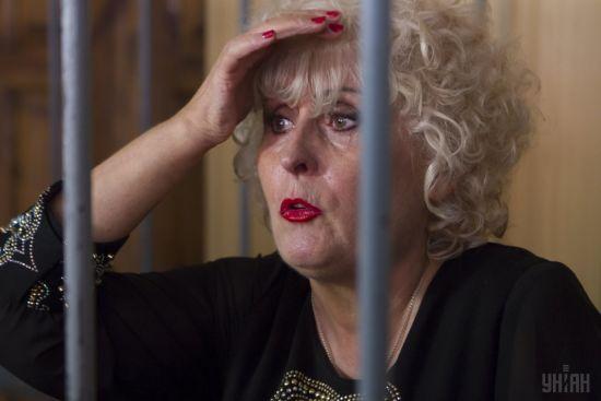 Відмовилася заходити  до будівлі суду: скандальна Штепа не з'явилася на засідання