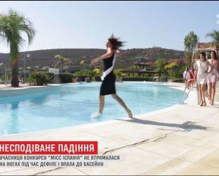 """Во время дефиле на """"Мисс Испания"""" участница не удержалась на ногах и упала в бассейн"""