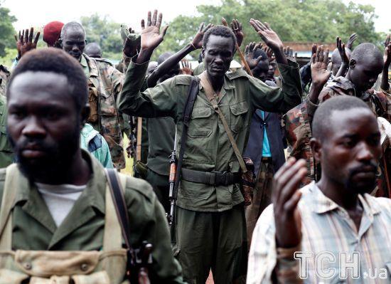 """Міжнародні розслідувачі назвали Україну """"ключовим вузлом"""" поставок озброєння до Африки"""