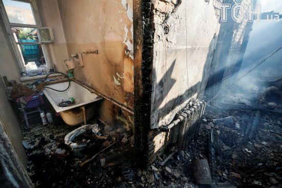 Вибухи у Калинівці: у десятках будинків досі немає вікон і дверей