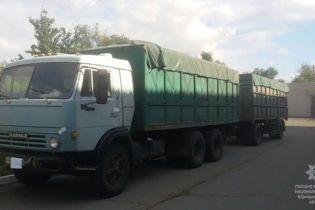 На Дніпропетровщині невідомі у масках викрали вантажівку насіння соняшника