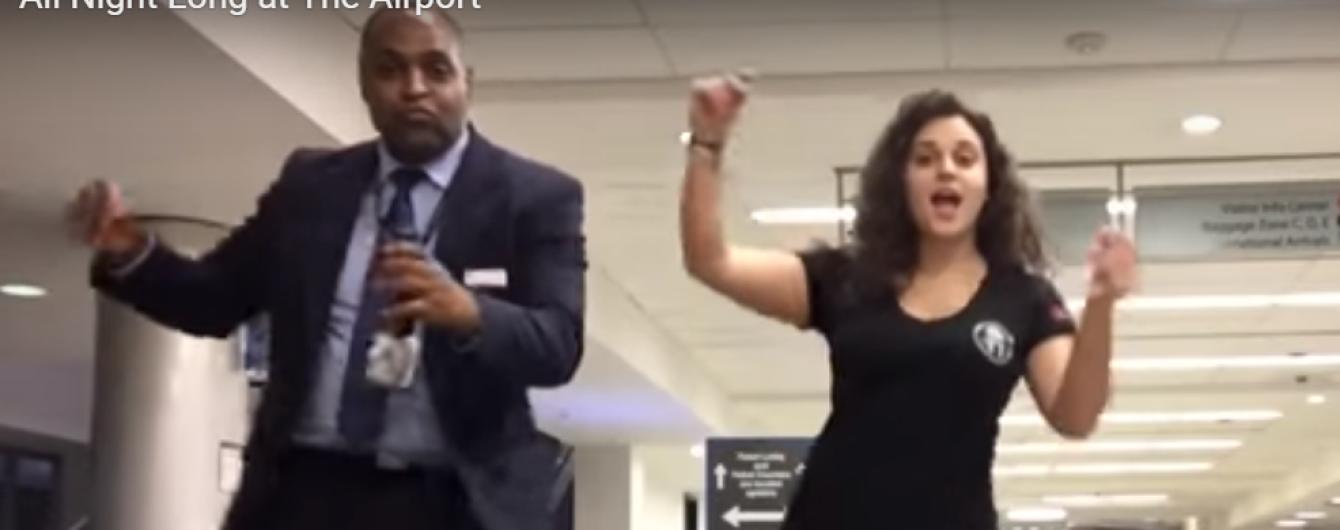 У США жінка всю ніч танцювала з працівниками летовища, запізнившись на рейс
