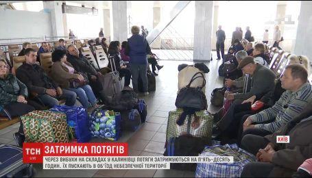 47 потягів Укрзалізниці були змушені змінити маршрути через вибухи у Калинівці