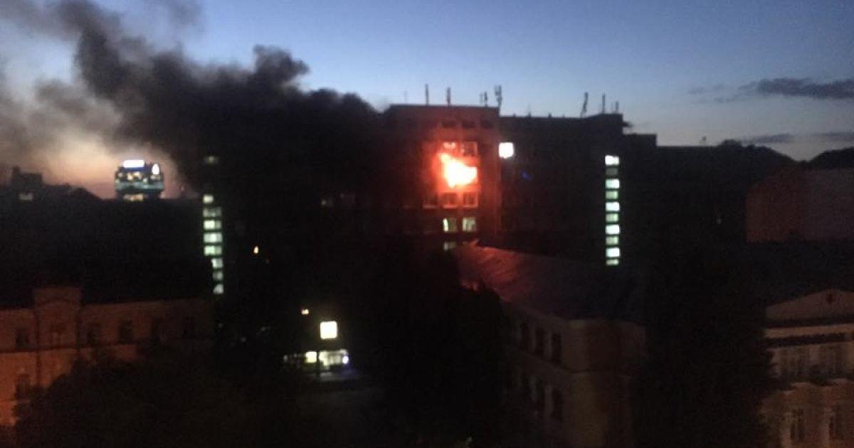 fd159669ef7aba 27 вересня вогнеборці отримали повідомлення про пожежу в приміщені на 8-му  поверсі в корпусі одного із університету столиці по вул. Володимирській, 72.