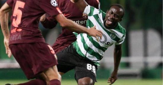 Симулянт року: африканський футболіст, намагаючись заробити штрафний, картинно впав та отримав травму