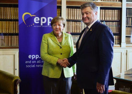 Порошенко у розмові з Меркель закликав не допустити ув'язнення Умерова