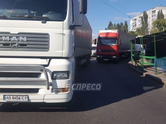 Смертельна ДТП у Києві: водій фури не побачив жінку, яка переходила дорогу просто перед вантажівкою