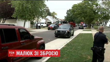 В штате Мичиган малыш нашел в доме оружие и ранил двух товарищей