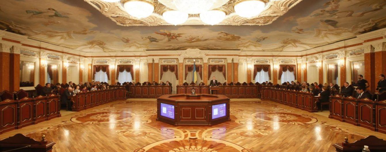 Порошенко затвердив на посадах 114 суддів нового Верховного суду