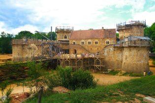 Подорож машиною часу: у французькому замку Геделон продовжується XIII століття