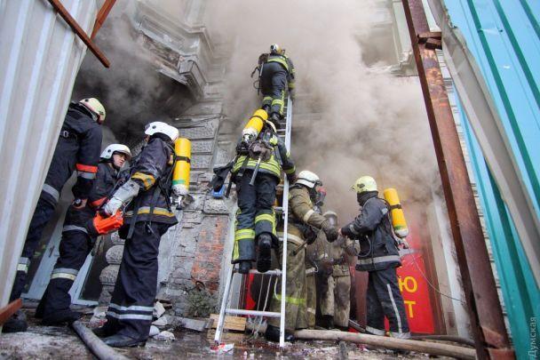 В Одессе горит многострадальный памятник архитектуры – дом Руссова