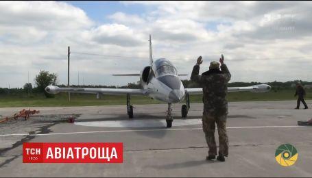 Стали известны имена летчиков, погибших во время аварии военного самолета на Хмельнитчине