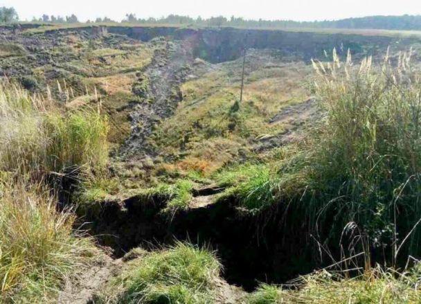 После землетрясения на Львовщине образовалась пропасть. Подземные толчки могут повториться
